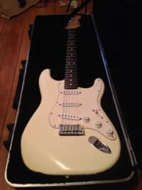 1989 Fender USA Stratocaster , Selling my 1989 Fender USA Standard Stratocaster. It is white with a rosewood fretboard and is in excellent condition. , Gently used