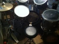 """Full Tama Pro Drums, Tama 5 pc Rock Star series drum set. Complete with symbols and all hardware...READY TO PLAY!! Full list of equipment: 12"""" Tom, 13"""" Tom, 16"""" Floor Tom, 22"""" Bass Drum and 14"""" Snare deer chrome Also included are 14"""" Sabian High Hats, 16"""" Paiste Ride Symbol and a 20"""" Sabian Ride DB Plus Symbol All 5 Drums have foam o-ring muffs that are removable. Also includes ALL hardware , Like new"""