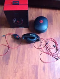 Beats By Dr Dre Studio 2.0, Beats By Dr Dre, B0500, 2013, Left side doesn't lock into place.