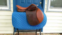 17 inch St Lourdes close contact saddle, Excellent condition can go in the show ring today. Comes with calfskin leather made by beval.