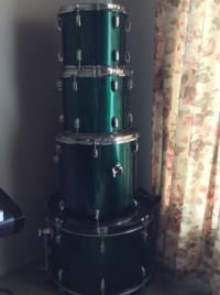 Great Beginner Drum Set , Great beginner drum set, comes with a 12inch tom,13inch tom, and 16inch floor tom.