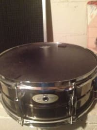 Pearl Custom Alloy Sensitone Steel Snare Drum , Selling high quality Pearl Custom Alloy Sensitone Steel Snare Drum. Has remo drum head, is in great condition., Like new