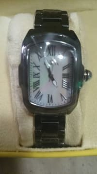 SWISS MOTHER OF PEARL WOMANS INVICTA, ladies water resistant SWISS watch like new, Like new