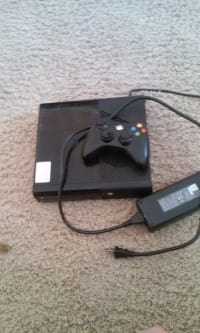 Xbox 360 4 gb, It is a xbox 360 4gigabyte. Black. Comes with controller and one game. , Gently used