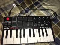 AKAI professional MPK mini, Musical Instruments, Equipment, Looks great with the cord