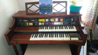 Lowrey Organ, Musical Instruments, Equipment, Symphonic Holiday 4 channell