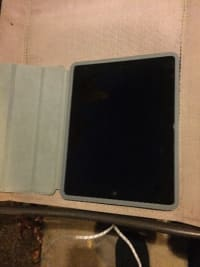 ipad 2 , Electronics, Apple , 2015, 2nd generation, 16gb - no scratches or cracks. case and charger