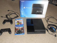 Ps4, Ps4, 2014, Ps4 with box and all cables 2 controllers 2 games and 1 head set