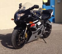 SUZUKI GSXR 600 LOW MILES, It has an aftermarket pipe. Sounds real good. Tires are good. Title is clean and clear. , Like new