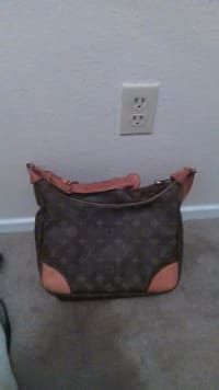 f98cea6cbf5a Sell or buy a used Louis Vuitton Purse