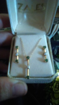 necklace earing set gold diamonds, Jewelry, 18kt gold diamond chips periodot stones, Bought from zales, never worn, still in the original box