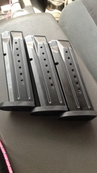 9 mm 17rd mag , Other, Smith and wess  9mm 17rd