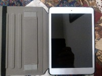 iPad Mini 16GB Wi-Fi White, Electronics, iPad Mini 16GB Wi-Fi White (not retina), Like new condition with charger, box, and case.