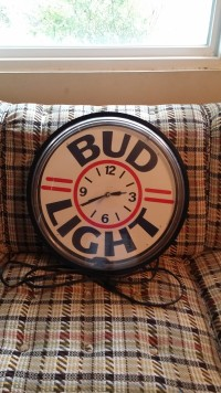 Bud Light Neon Clock, Electronics, Bud Light, round, electrical with a pull chain