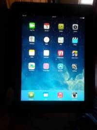 Ipad 4 128gb, In perfect condition. . Comes with otter box case ans traveling case as well., Like new