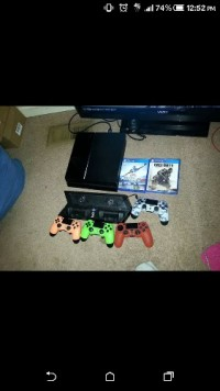 Ps4, Electronics, Ps4,, Its has 2 games and 4 controllers