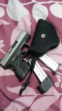 XDS 9mm springfield hand gun, Gun, Holster and 2 clips, XDS 9MM SPRINGFIELD HAND GUN WITH HOLSTER AND 2 CLIPS