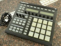 Native Instruments Maschine Groove Production Studio, Musical Instruments, Equipment, Native Instruments Maschine Groove Production Studio w/USB cable. Brand New condition.
