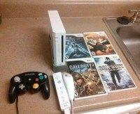 Wii II wireless and games, Electronics, Wii, 2015, Wii console, 2 controllers, 5 games-call of duty warfare, duty3, how to train your dragon2, super smash bros brawl, star wars 2