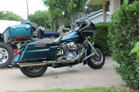 2004 harely davidson road glyde, teal with silver accent, tour pack, high way bars, rubber check floor boards shifter and grips. modified valve train stage one kit screaming eagle mufflers. clear title 36000 miles, Gently used
