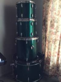 Great Beginner Drum Set , Great beginner drum set, comes with a 12inch tom,13inch tom, and 16inch floor tom. All the heads are in good shape., Gently used