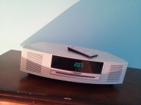bose radio, Electronics, bose music wave system with Cd and digital tuner, 2010, cream colored