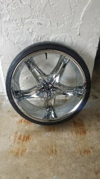 22 inch rim with Tire , Other, Rims are good need a tire on one but in good condition