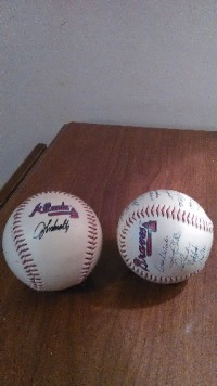 Atlanta braves sgin baseball, Antique, Collectible, The Atlanta braves sgin baseball with john smolths and one with Vinny Garvin, Collectable braves baseball's