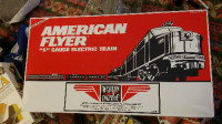 AMERICAN FLYER 6-49604 WESTERN PACIFIC CALIFORNIA ZEPHYR PA-1 PA, Antique, Collectible, 1992 tRAINSET. All interior boxes are in great shape and the instructions, and styrofoam inserts for locos are excellent.The set consists of: a Powered PA-1 Diesel Locomotive, a Non-Powered Diesel Locomotive, the 48926 'Silver Beaver' Car, 48927 Silver Sage Vista Dome Car, 48928 Silver Schooner Vista Dome Car  and a 48931 'Silver Planet' Observation Car. Each Car has Lighted Interior and Silhouettes in the car windows.