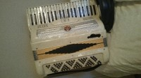 Italian Accordion , Musical Instruments, Equipment, White Italian piano Accordian,  has brand new straps.