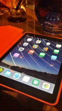 ipad air 16 gb with smartcase, ipad air memory is 16 gb and has smartcase, Like new