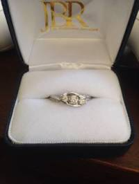 Silver 10K Diamond Engagement Ring, Diamond Engagement Ring weight Silver 10K, Like new