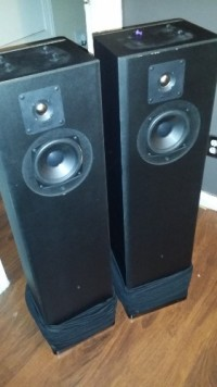 Mirage M890i Floor Speakers, Pair of Mirage M890i floor-standing speakers. Piano black top and black mesh cover speakers.