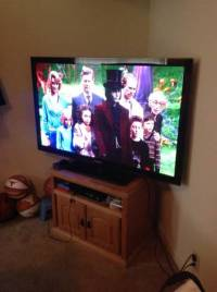 60 in SAMSUNG TV, TV IS IN PERFECT CONDITION, COMES WITH SWIVAL STAND AND REMOTE, Like New