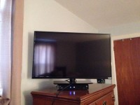 32 inch Vizio 1080p smart tv, Vizio 32 inch 1080p smart tv, purchased last month, barely used. Has Hulu, Netflix, yahoo built in