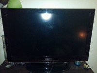 Samsung 32' LCD Flatscreen Tv, Samsung 32' LCD Flatscreen TV with Remote control.  Used but In good condition and fully functioning. Model # LN32C450E1D