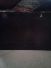 tv, All black 32 inch phillips tv no stand only remote