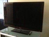 55' flat samsung LCD TV, Samsung  LCD TV Ln55b650tixza series 6  650 nice black with line red on glass frame , Like new