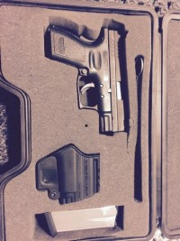 Springfield .40 cal XD-40, Gun, Case, holster , extra mag, 40 Sw cal. XD Compact in original case with 2 mags.
