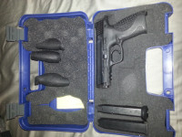 Smith and Wesson m&p 40, Gun, Custom grips,  two magazines, smith and wesson M&P 40