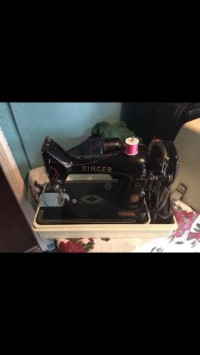 A singer sewing machine 99k el235640, Musical Instruments, Equipment, It's on good condition model number el235640