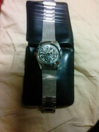 Kenneth Cole Watch kc9021, Luxury Watch, Kenneth Cole kc9021, The watch has no scratches, works great, it's an automatic so it doesn't require any battery. All that is missing is a pin to one of the links. It was lost when adjusting the size.
