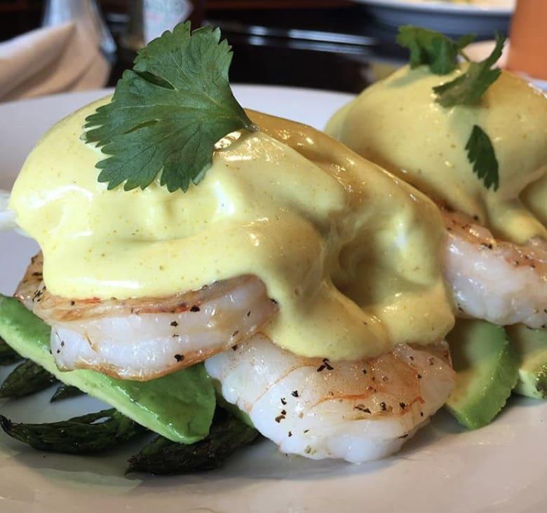 Bandanna's Bar & Grill Eggs Benedict