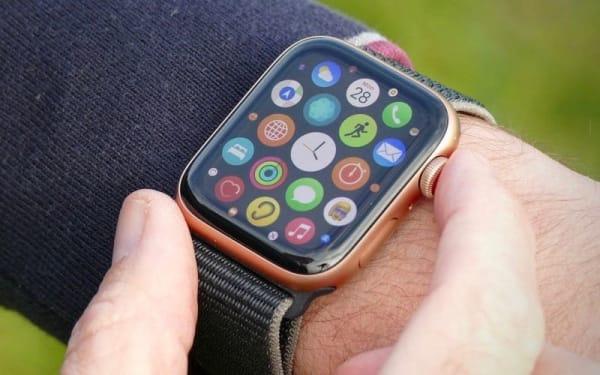 Apple Watch SE - доступные умные часы