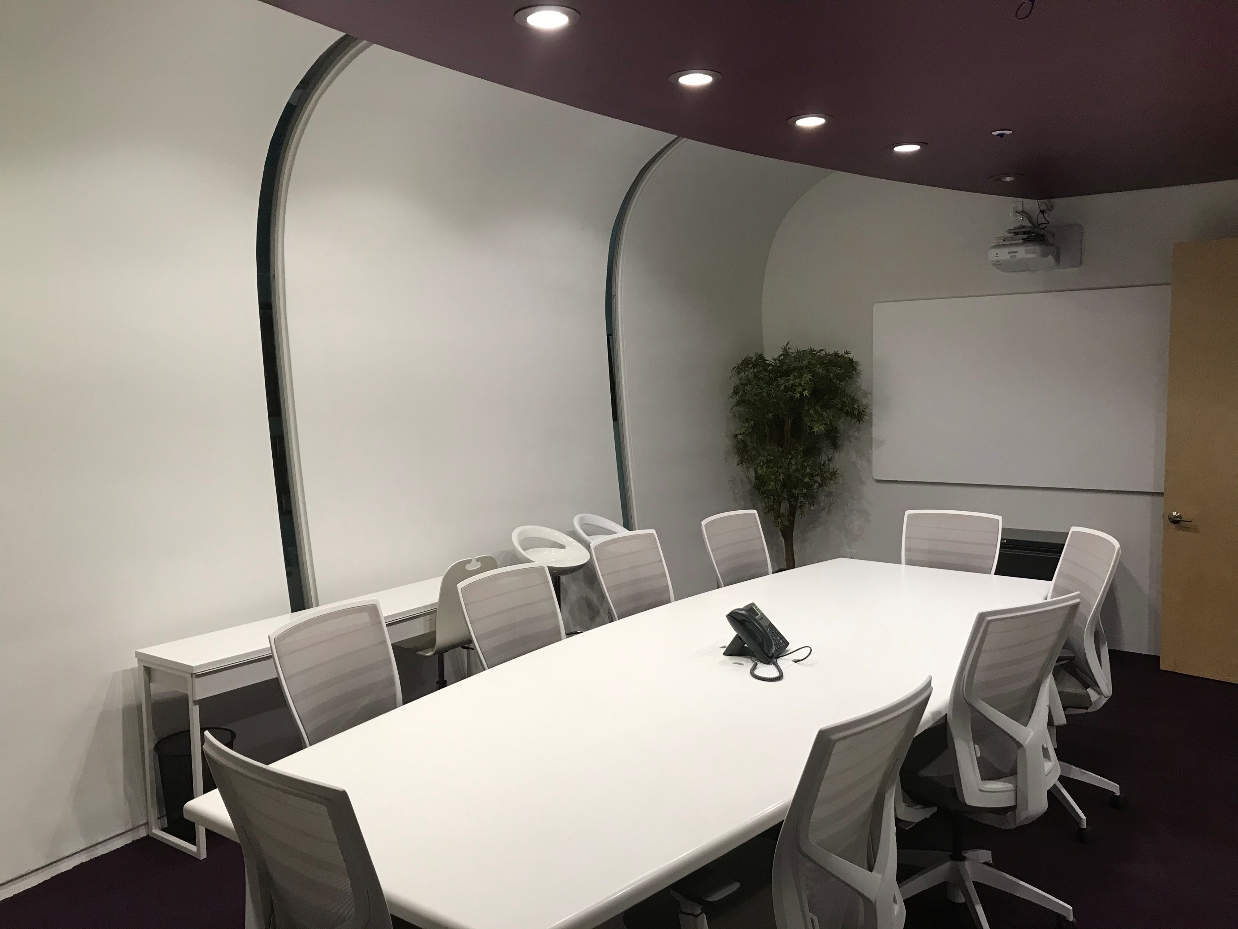 Picture of: Boutique Tv Studio S Modern White Conference Room Saint Petersburg Fl Off Site Peerspace