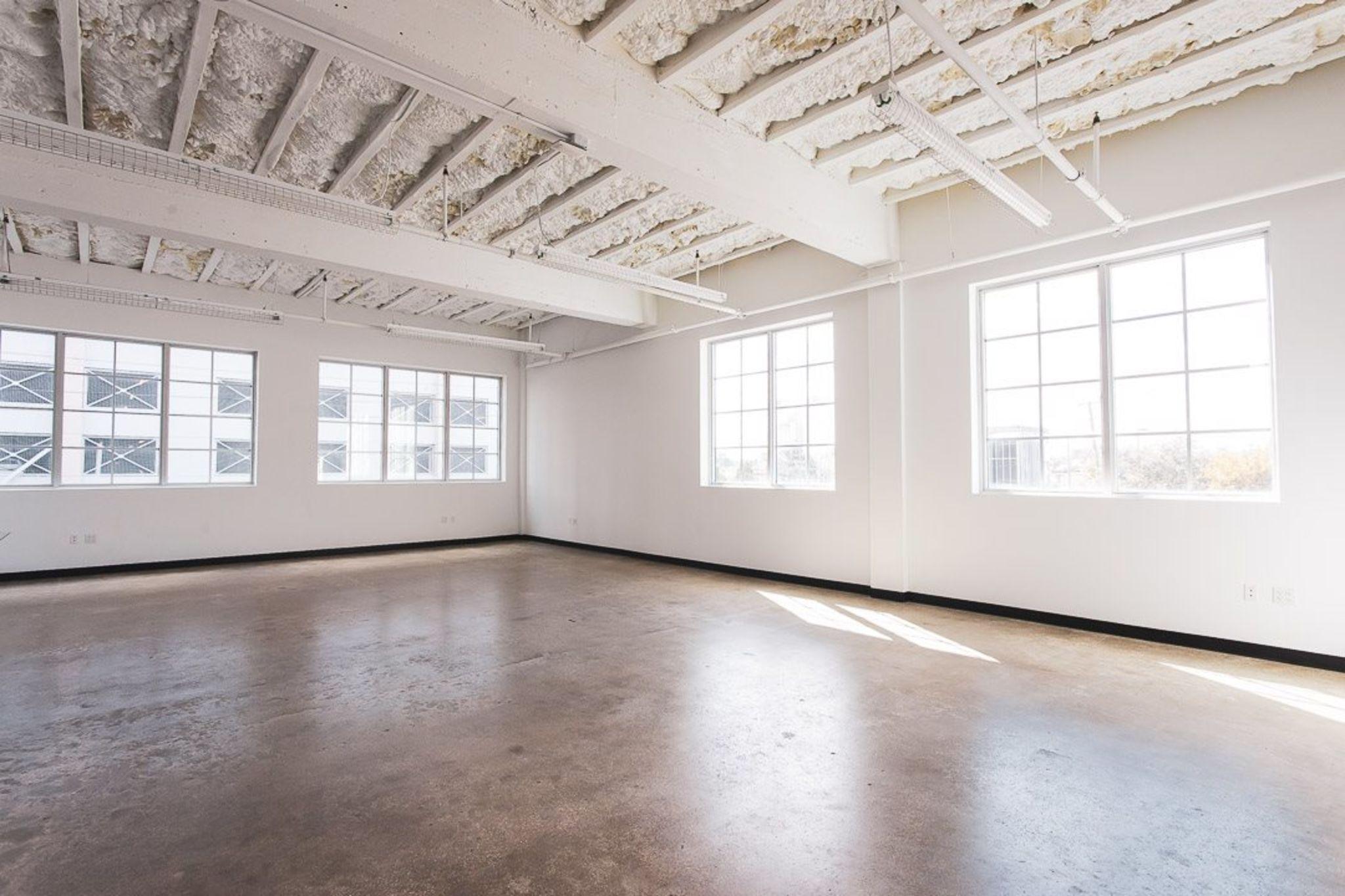 1000 SQ FT Daylight Studio