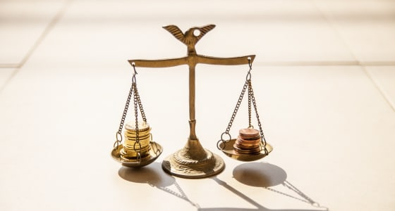 2 piles of coins balancing on weight scales