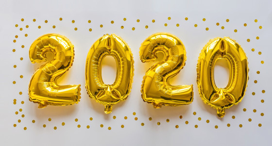 Gold helium balloons spelling out the year 2020