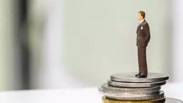 More women than men are dissatisfied with their current pay: Survey