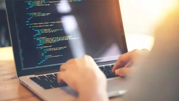 How can R and Python skills reduce unemployment in Engineering field?